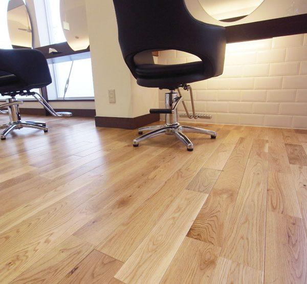 khả năng bám sơn của sàn gỗ sồi