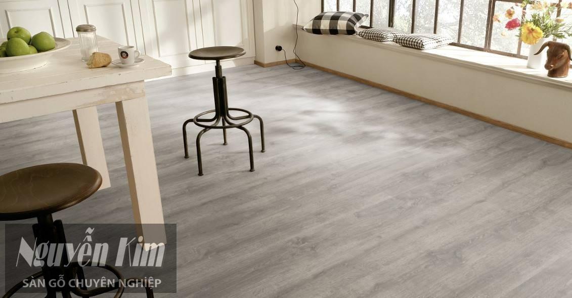 sàn gỗ màu sáng cho phòng nhỏ hẹp