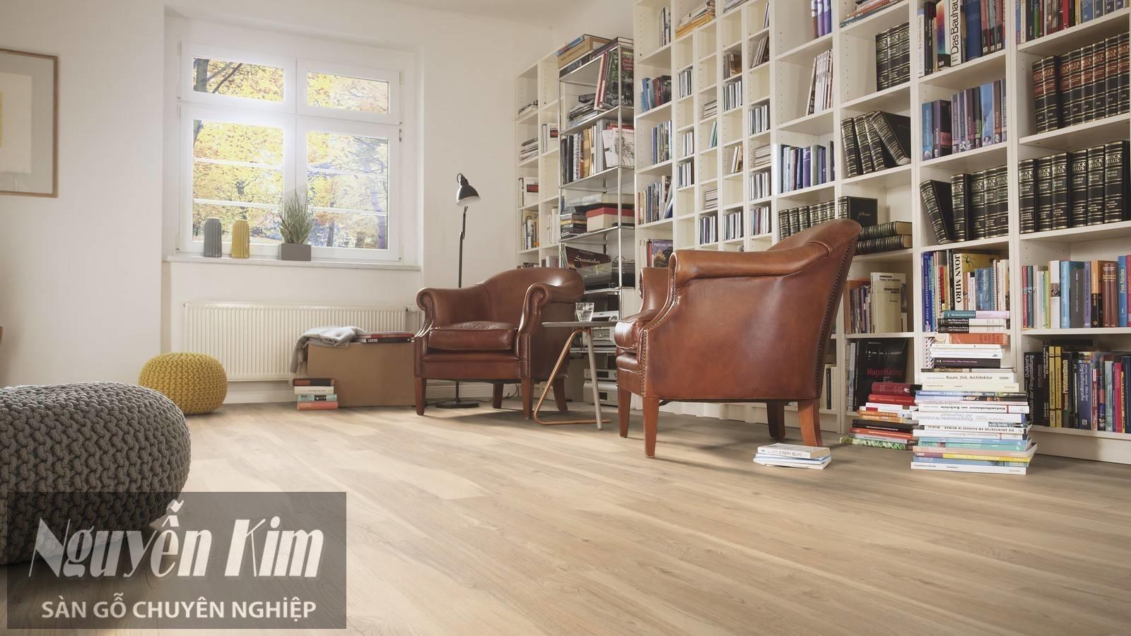 sàn gỗ màu sáng trong phong cách hiện đại khỏe khoắn