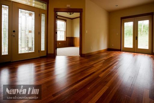 không gian lắp đặt sàn gỗ tự nhiên