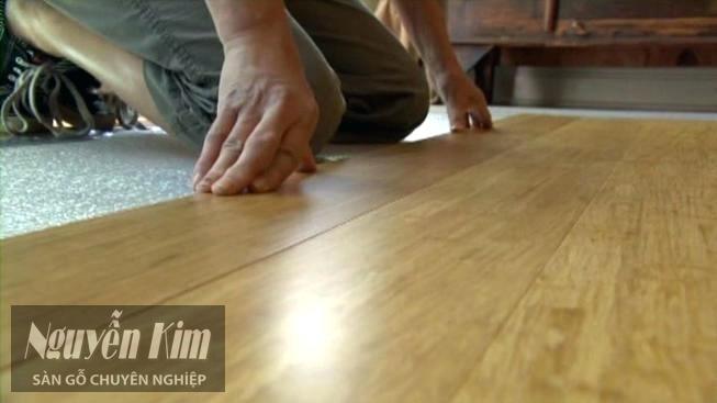 lắp đạt sàn gỗ công nghiệp dễ dàng