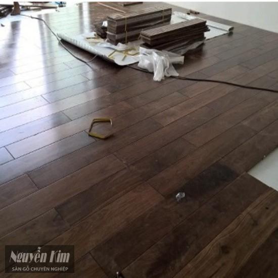 lắp đặt sàn gỗ óc chó ghép mặt