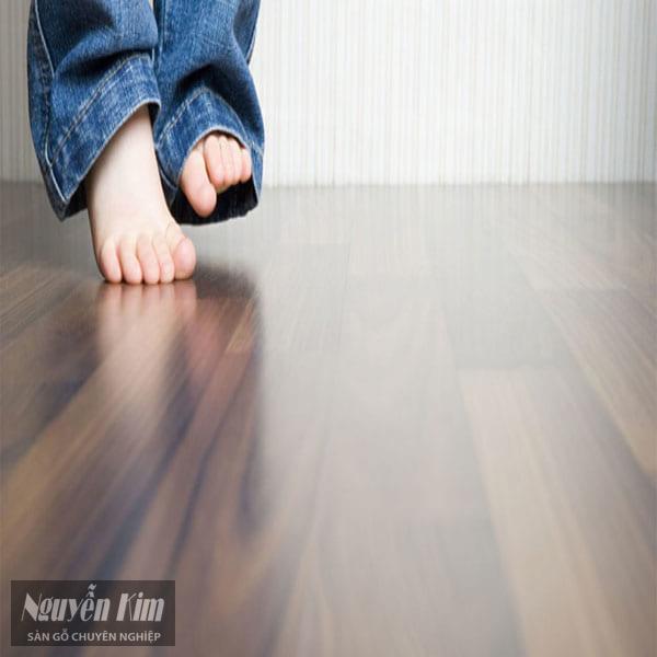 mẹo khiến sàn gỗ luôn sáng bóng