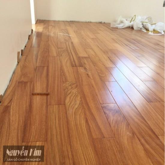 thi công sàn gỗ gõ đỏ lào nhà khách hàng