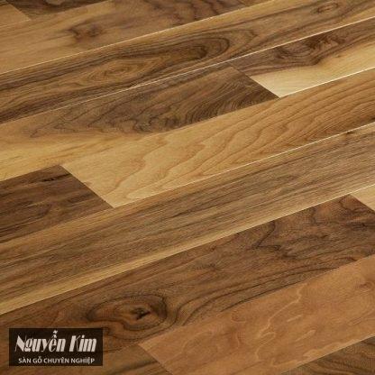 bề mặt sàn gỗ óc chó walnut