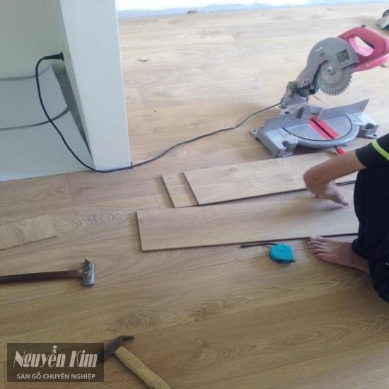 thi công sàn gỗ Kronoswiss d3033