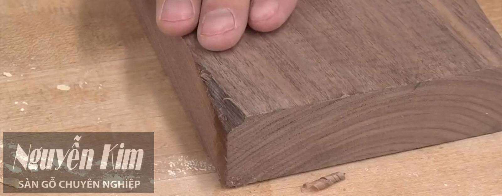 lấp vết nứt sàn gỗ