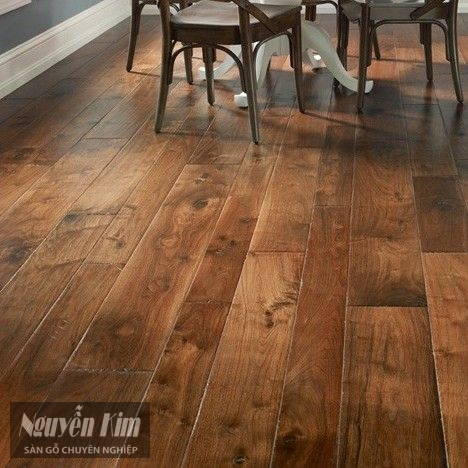 ván sàn gỗ tự nhiên bản rộng và hẹp