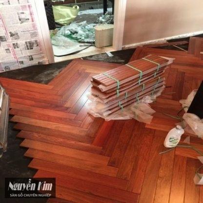 thi công sàn gỗ giáng hương lắp kiểu xương cá