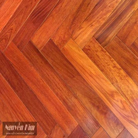cận cảnh sàn gỗ giáng hương xương cá