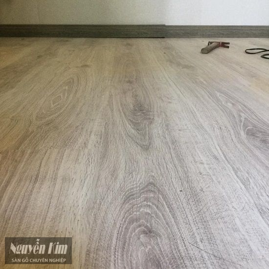sàn gỗ kronoswiss thi công nhà khách hàng