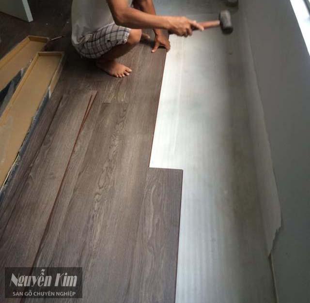 có nên lát sàn gỗ trên nền gạch cũ không