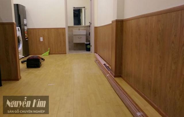 gỗ ốp chân tường phòng khách