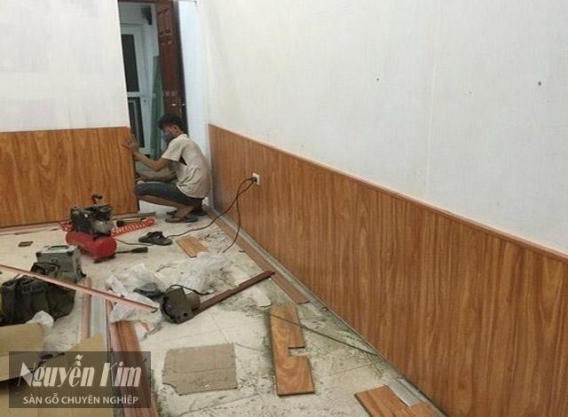 kiểm tra mảng tường khi thi công