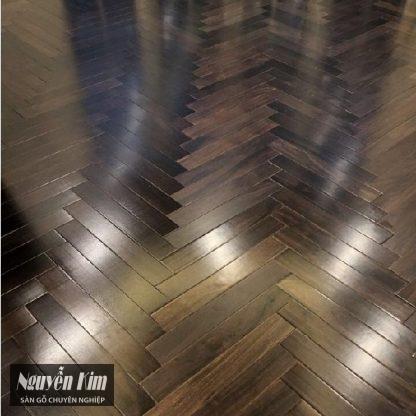 bề mặt ván sàn gỗ chiu liu