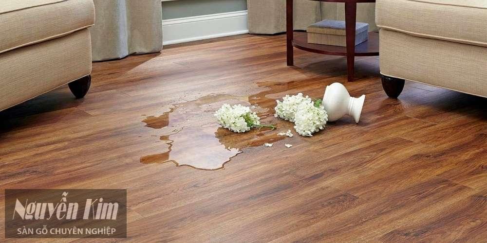 sàn gỗ janmi chịu nước tốt