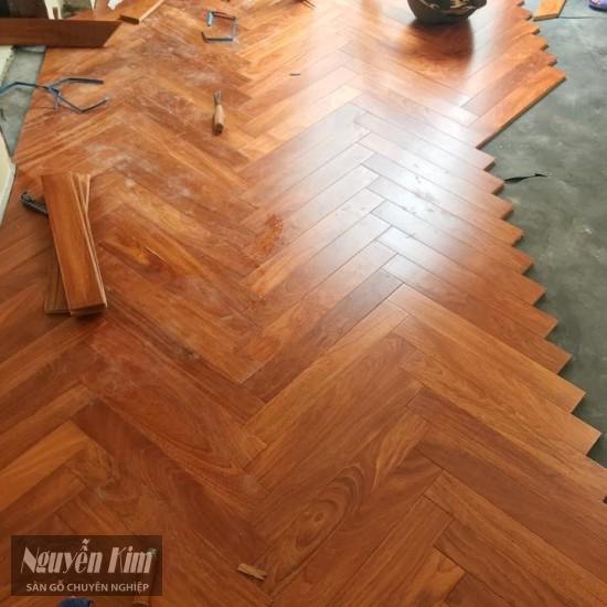 thi công lắp đặt sàn gỗ tự nhiên gõ đỏ