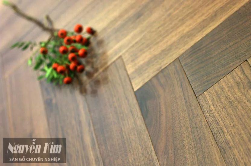 bề mặt sàn gỗ Lim Nam Phi tự nhiên