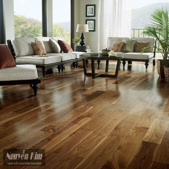 sàn gỗ óc chó tự nhiên trong phòng khách