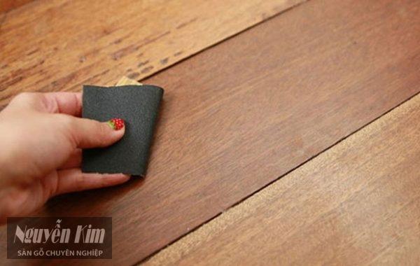 cách tẩy vết băng dính trên gỗ