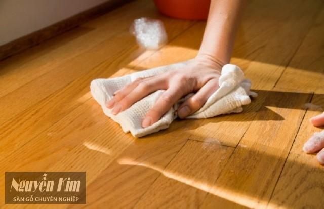 khăn ướt tẩy vết băng dính