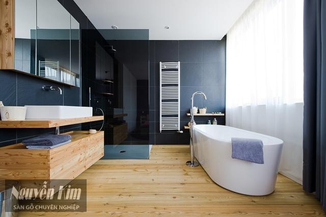nhà tắm lát sàn gỗ
