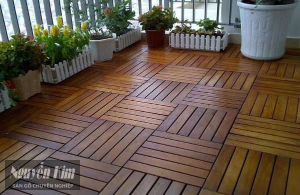 sàn gỗ ban công là gì