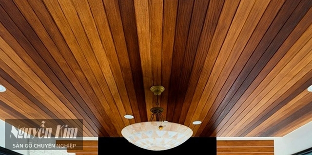 mẫu trần gỗ đơn giản