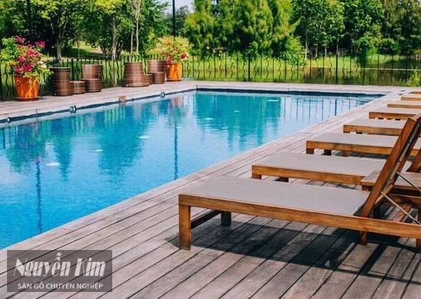 sàn gỗ tần bì cho hồ bơi