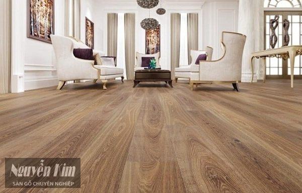 sàn gỗ tự nhiên có bị đổi màu không