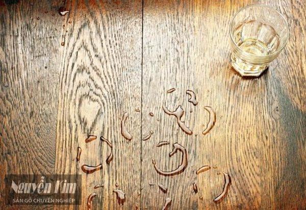 sàn gỗ tự nhiên bị ngấm nước