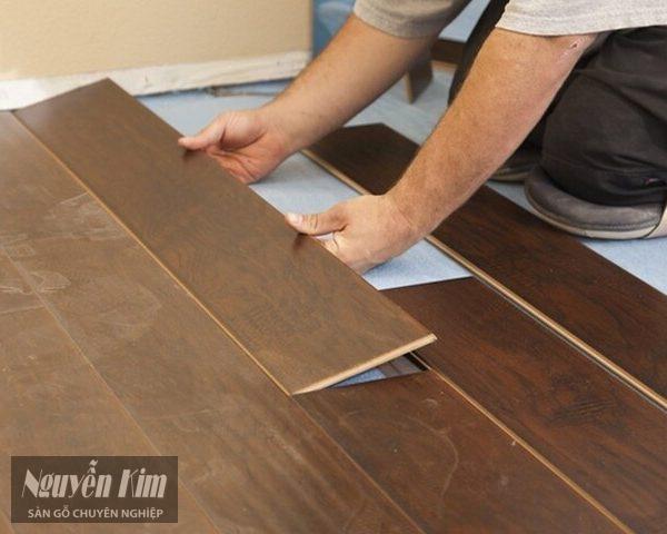 làm khít các mạch sàn gỗ