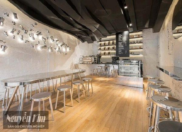 Lựa chọn lắp đặt sàn gỗ công nghiệp cho quán cafe 1