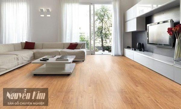 Nên lựa chọn sàn gỗ công nghiệp hay sàn nhựa hèm khóa
